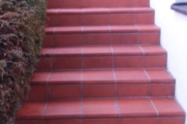 Terracotta Treppe gereinigt und imprägniert