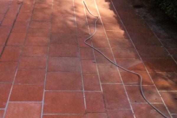 Terracotta Platten verschmutzt