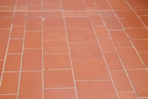 Terracotta Platten gereinigt und imprägniert
