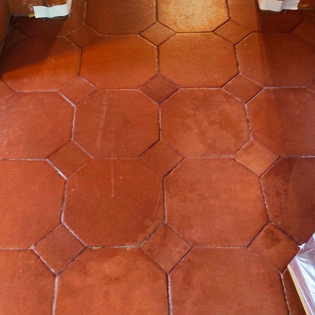 Terracotta im Eingangsbereich abgenutzt